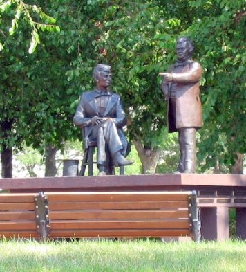 statues of Abraham Lincoln and Stephen A. Douglas